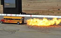 """VIDEO: Siêu xe buýt """"chất lừ"""" chạy bằng động cơ phản lực"""