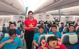 Nữ tiếp viên tiết lộ thú vị bất ngờ trên chuyên cơ chở tuyển Việt Nam