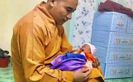 Bé sơ sinh bị bỏ rơi trước cổng chùa trong giá rét