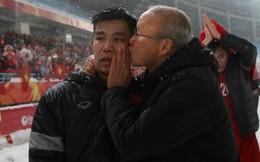 HLV Park Hang Seo tiết lộ lý do hay ôm, hôn các cầu thủ U23 Việt Nam với 4 ngôi sao Hàn