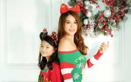 Trương Ngọc Ánh khoe vai trần, chân thon trong bộ hình Giáng sinh cùng con gái