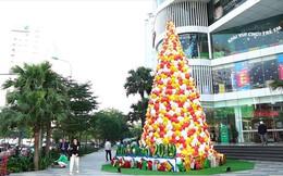 2.000 chiếc nón lá tạo thành cây thông Noel không thể chất hơn