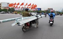 Người dân kinh hãi vì xích lô chở hàng cồng kềnh hoành hành trên phố