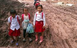 Trẻ em Tri Lễ miệt mài đến lớp trong giá rét