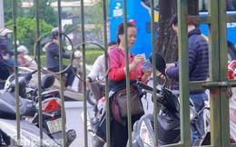 'Chợ đen' nhộn nhịp buôn vé trước trận giao hữu Việt Nam - Triều Tiên