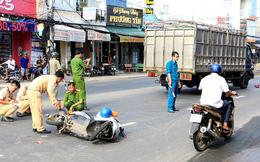 Xe tải va chạm với xe máy trên quốc lộ, bé trai 13 tuổi chết thảm