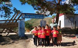 Niềm vui của thầy và trò Nậm Chua trong ngày khánh thành lớp học mới