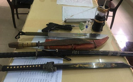 Con nghiện cất súng và nhiều dao kiếm tại nhà