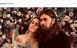 Hé lộ thêm ảnh Miley Cyrus diện váy cưới lộng lẫy và nhiều chi tiết gây bất ngờ về hôn lễ