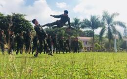 Bộ đội trinh sát khổ luyện