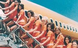 Cho nữ tiếp viên mặc đồ sexy trước Vietjet gần nửa thế kỷ, nhưng hãng bay này ghi điểm bằng tình yêu, sự hài hước đầy tinh tế và dịch vụ khách hàng tuyệt vời