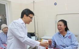 Phó Thủ tướng trao quà Tết cho các bệnh nhân ung thư nghèo