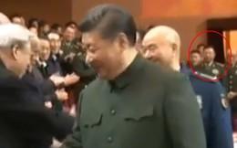 """Thượng tướng Trung Quốc xuất hiện cùng ông Tập Cận Bình, đập tan tin đồn """"ngã ngựa"""""""