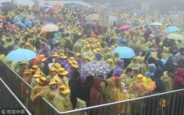 Trung Quốc: Biển người mặc áo mưa, chen chân ở các điểm du xuân
