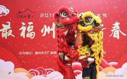 Người Trung Quốc chen chân nhận lì xì lấy may trong ngày Thần Tài