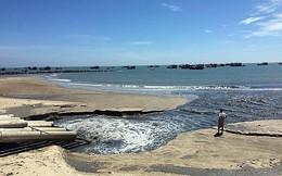 Nước thải đen như hắc ín xả thẳng ra biển Bình Thuận