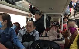 Kẻ đứng người quỳ trên xe khách giường nằm vào TP.HCM sau Tết