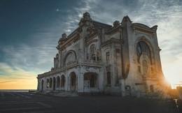 Khám phá bên trong sòng bài trăm tuổi lớn nhất Rumani