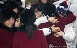 VĐV Hàn Quốc rớt nước mắt chia tay VĐV Triều Tiên lên đường về nước