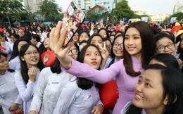 """Hoa hậu Mỹ Linh ngồi ghế nóng cuộc thi """"Duyên dáng Áo dài TP.HCM"""""""