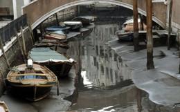 Ảnh: Kênh đào nổi tiếng ở Venice khi không có nước