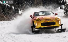 Siêu xe gắn ván trượt tuyết dưới bánh xe đi trong mùa đông khắc nghiệt