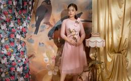 Vẻ đẹp nữ tính của Dương Hoàng Yến khi diện áo dài cách tân