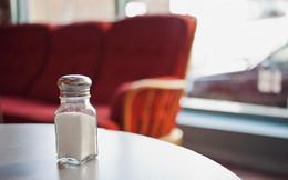 Thấy 6 biểu hiện này có nghĩa là cơ thể bạn đang nạp quá nhiều muối