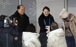 Màn bắt tay lịch sử Hàn - Triều: Em gái Kim Jong-un tươi cười trong lễ khai mạc Olympics