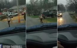 Bắt con trai chạy bộ đến trường giữa trời mưa nhưng ông bố này lại được cư dân mạng vỗ tay khen ngợi