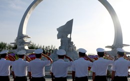 Dâng hương tưởng niệm 64 chiến sĩ anh dũng hy sinh tại Gạc Ma