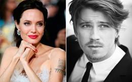Rộ tin Angelina Jolie để mắt tới trai trẻ có ngoại hình giống với Brad Pitt thời trẻ
