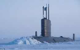 24h qua ảnh: Khoảnh khắc tàu ngầm Anh xuyên thủng lớp băng dày cả mét