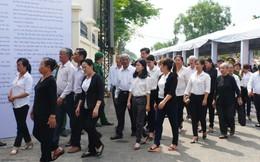 Người dân vượt đường xa đến viếng nguyên Thủ tướng Phan Văn Khải trong đêm