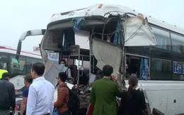 Xe khách đâm xe cứu hỏa trên cao tốc, 10 người bị thương, 1 chiến sỹ đã hi sinh
