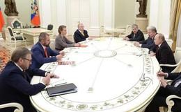 Sau cuộc gặp kín với ông Putin, ứng cử viên Tổng thống Nga ra về bằng cửa thoát hiểm
