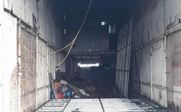 Hà Nội: Cháy lớn tại cửa hàng cơ khí do chập điện, cả khu phố mất điện náo loạn phá cửa cuốn cứu người mắc kẹt