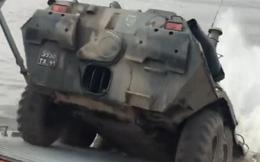 Video: Xem xe bọc thép BTR-82A lao thẳng xuống biển từ tàu đổ bộ