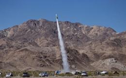24h qua ảnh: Nhà khoa học Mỹ gắn người lên tên lửa để bay lên trời