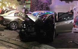 Lái xe tử vong, 5 người bị thương sau khi ô tô mất lái tông cây ven đường