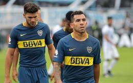 """Rời Trung Quốc về Argentina, Tevez """"dính đòn"""" khi đá bóng trong nhà tù"""