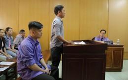 Nghĩ nam thanh niên đang nói xấu mình, Việt kiều Canada rút dao đâm chết người