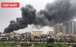 Đang cháy lớn ở chợ Quang, cột khói đen bốc cao hàng trăm mét