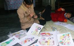 Cô gái khuyết tật ở Huế vẽ tranh bằng chân và lời nói dối đẫm nước mắt của người mẹ