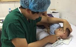 Quyết không dùng kháng sinh, mẹ khiến con viêm tai giữa nặng vì tự chữa bằng thảo dược