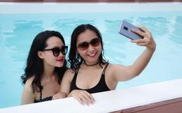 """Nắng nóng lại về, còn gì tuyệt hơn đi bơi và selfie cực """"nghệ"""" cùng smartphone kháng nước…"""