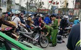 Hà Nội: Tài xế xe khách lạng lách đánh võng vào giờ cao điểm, hành hung công an