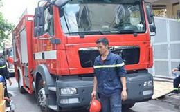 Giải cứu cụ già 70 tuổi bị kẹt trong đám cháy lớn ở Sài Gòn