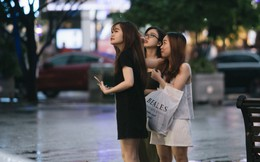 Sài Gòn: Hàng trăm bạn trẻ tụ họp tại phố đi bộ truy tìm món quà đặc biệt!