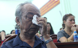Cư dân Carina khóc trong phút tri ân Cảnh sát PCCC dũng cảm cứu người